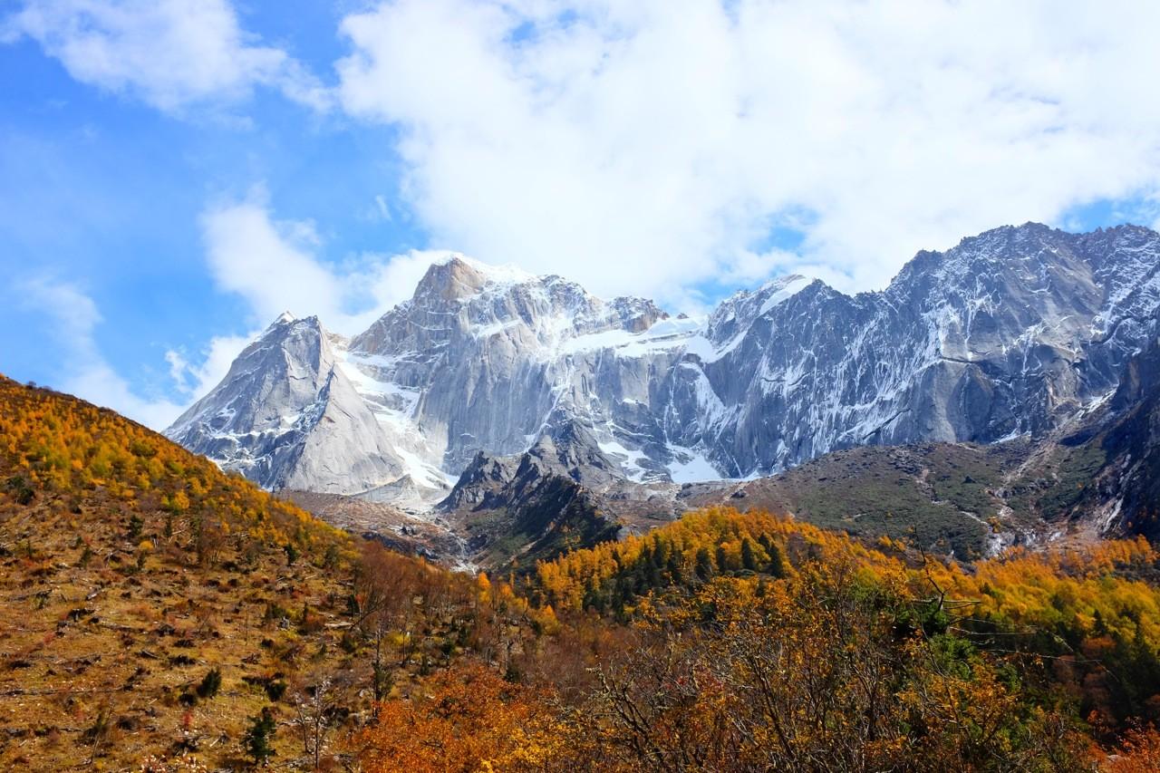 Die Vier Schwerstern Schulter an Schulter, Changping Valley