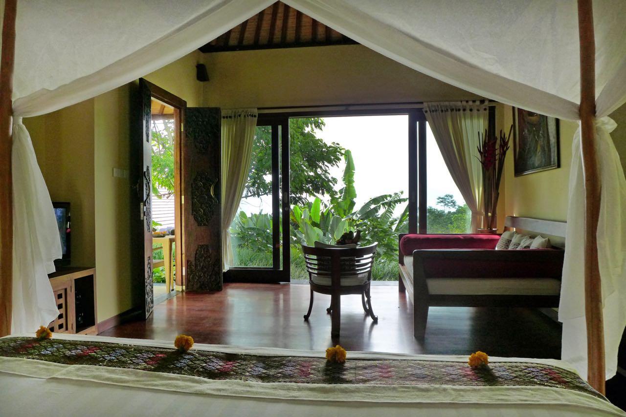 Herrliches großes Bett mit Aussicht – Bali Munduk Moding Plantation Nature Resort