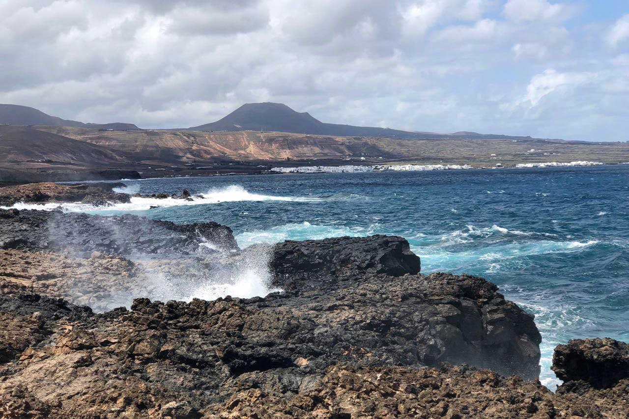 Küstenstreifen bei Mala mit Blick auf Arrieta und Punta Mujeres