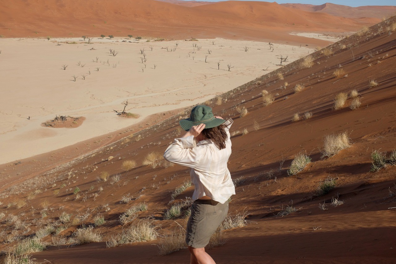 Abstieg ins Dead Vlei, Namibia