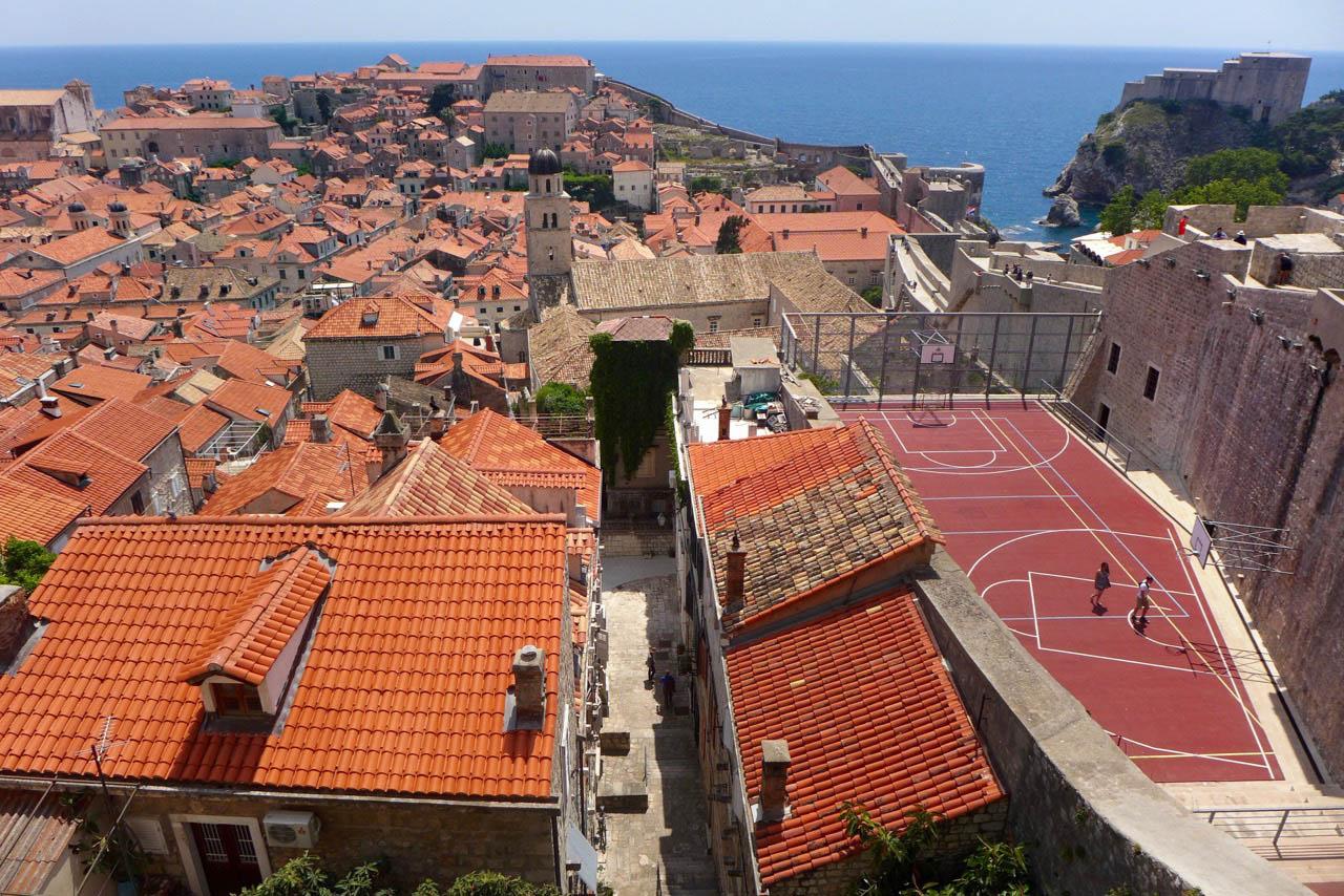 Basketballplatz mitten in der Altstadt von Dubrovnik