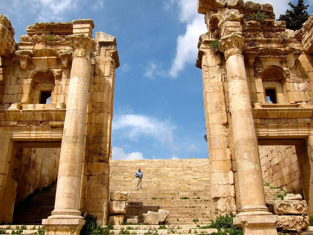 Aufstieg zum Tempel der Artemis, Jerash Jordanien