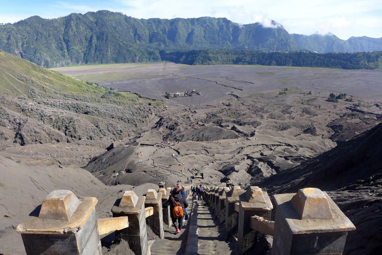 240 Stufen zum Bromo Kraterrand