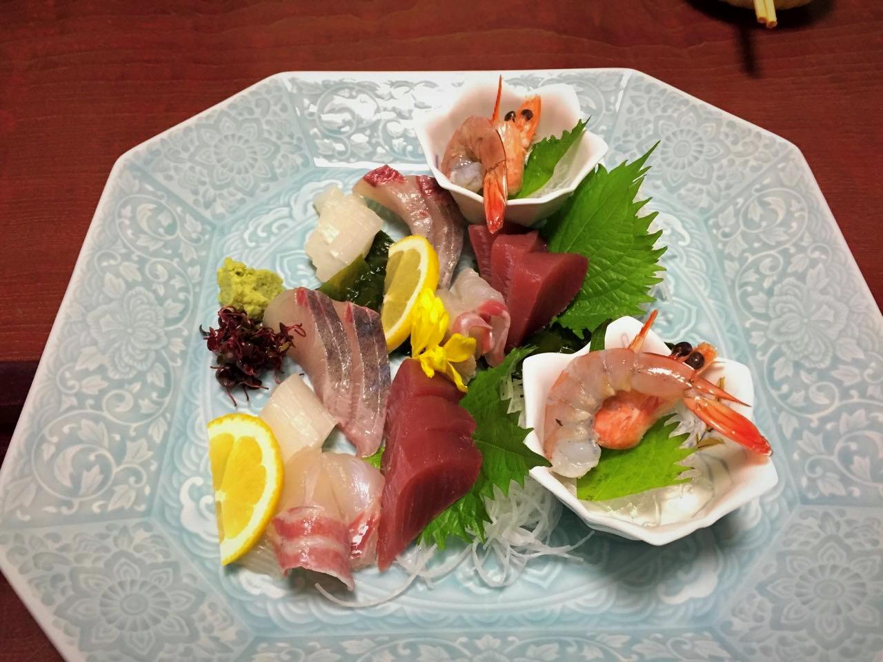 Sashimi, frischer roher Fisch ist in Wakayama Pflicht