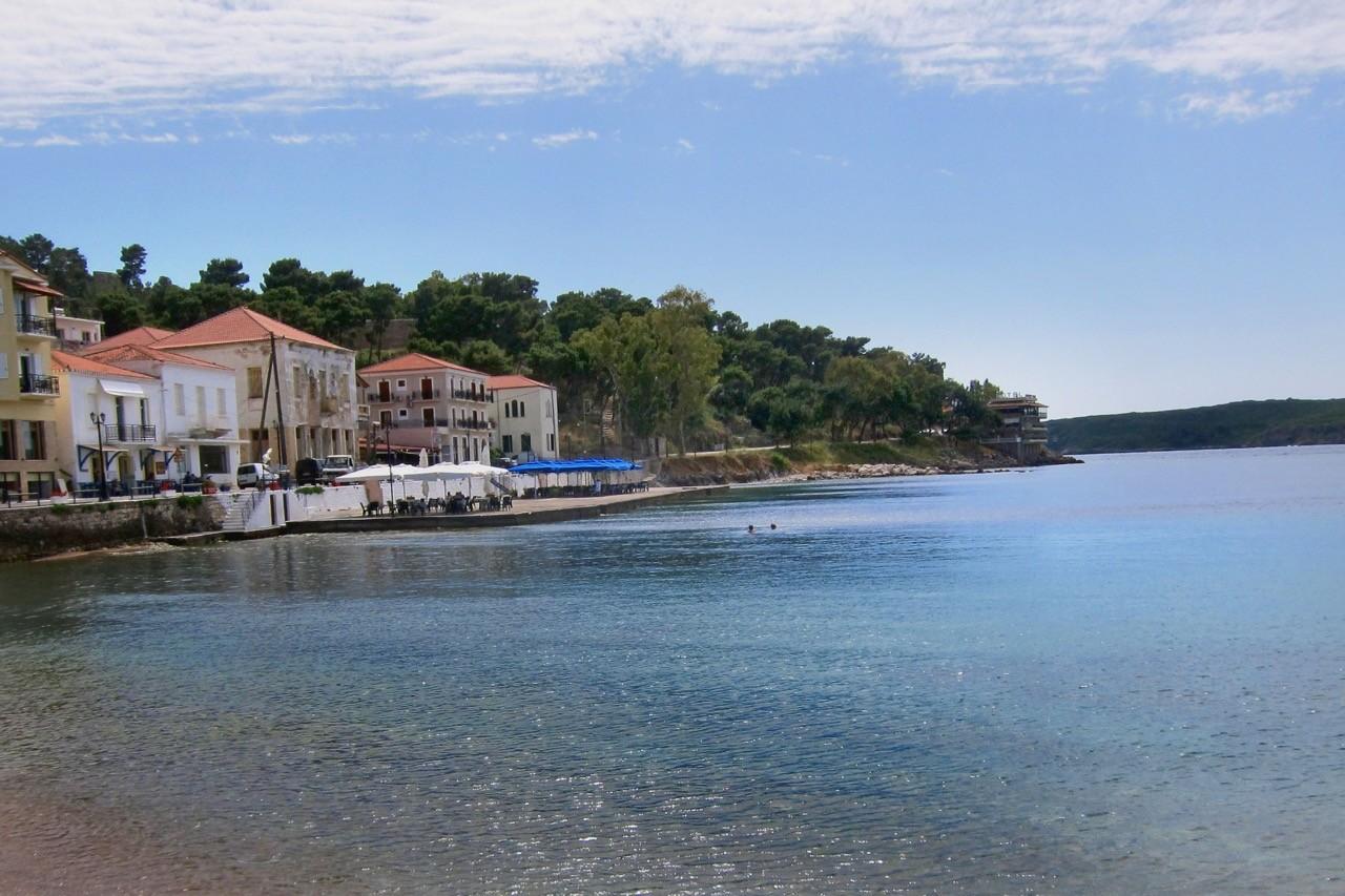 Blick von Taverne in Pylos Peloponnes