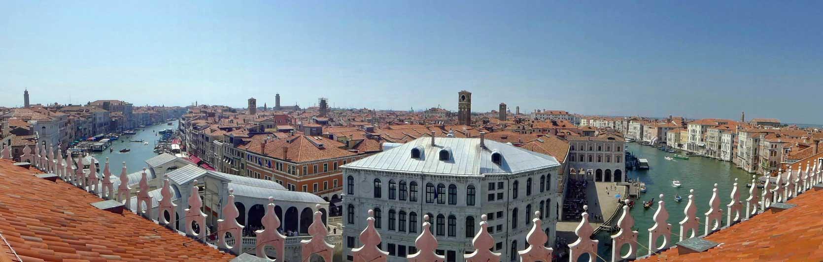 Venedig von der Dachterrasse des Luxuskaufhauses Fondaco dei Tedeschi