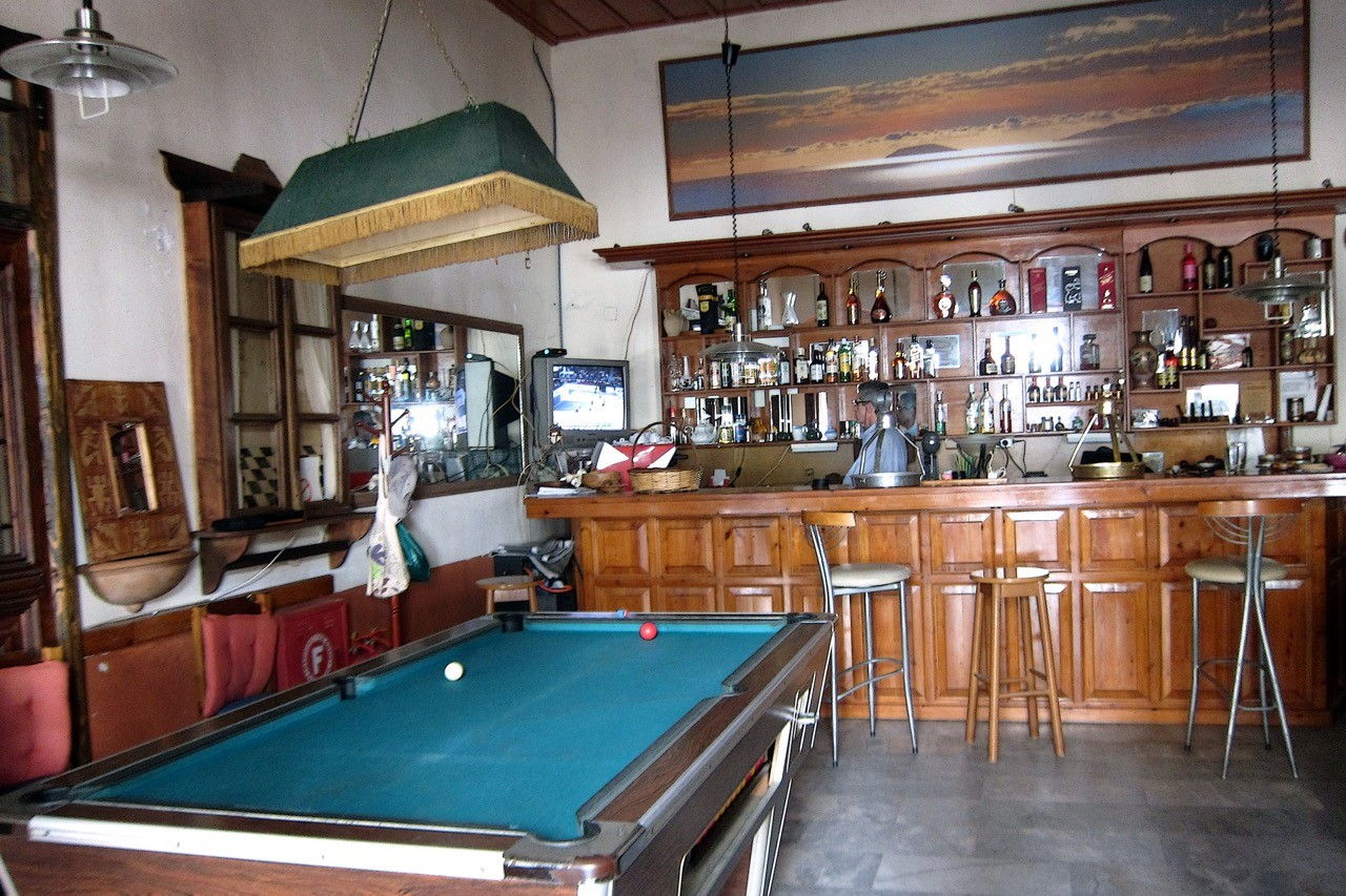 Authentische Bar in Kardamili