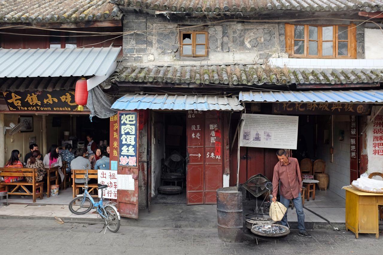 Am Dorfplatz von Xizhou bei Dali