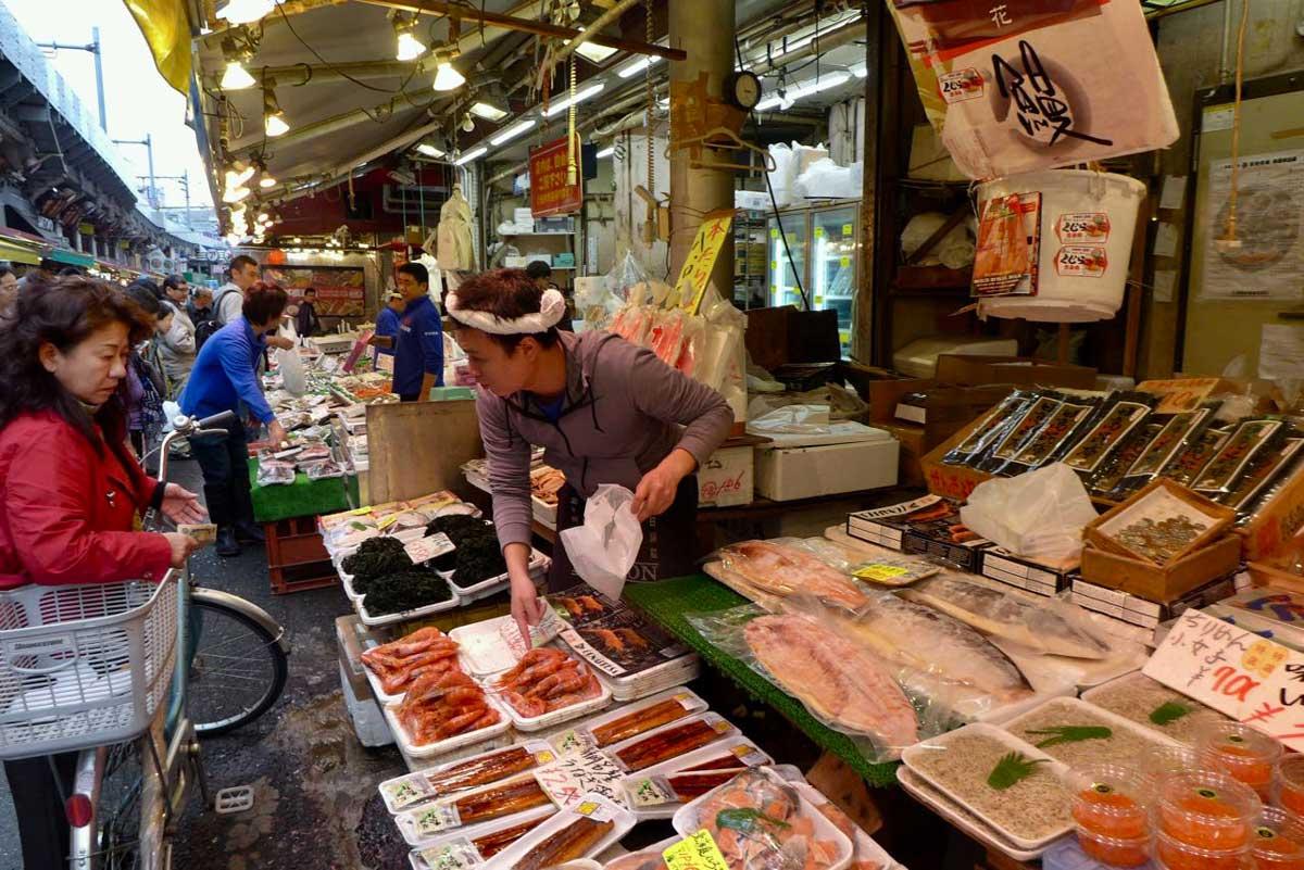 Fischgeschäft Ameyoko Market Tokio