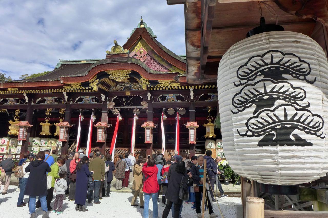 Beliebter Treff zum Flohmarkttag im Tenjin-san Tempel Kyoto