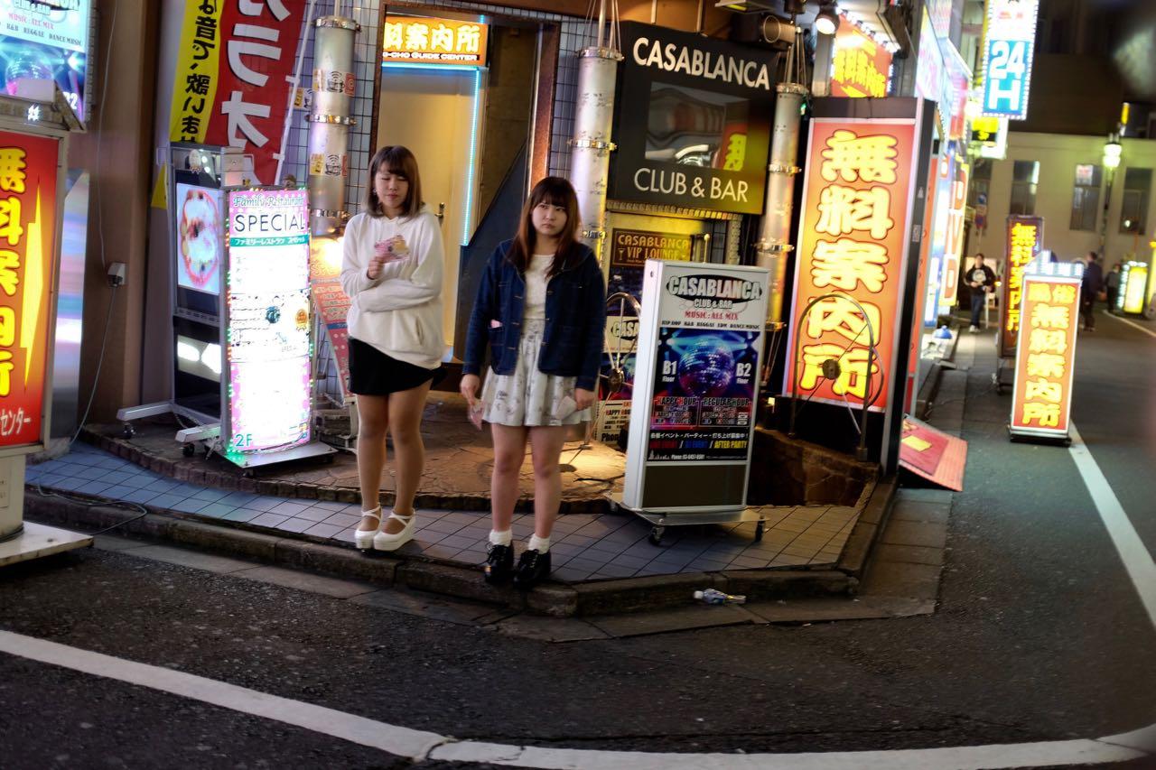 Host Clubs im Animierviertel von Tokio