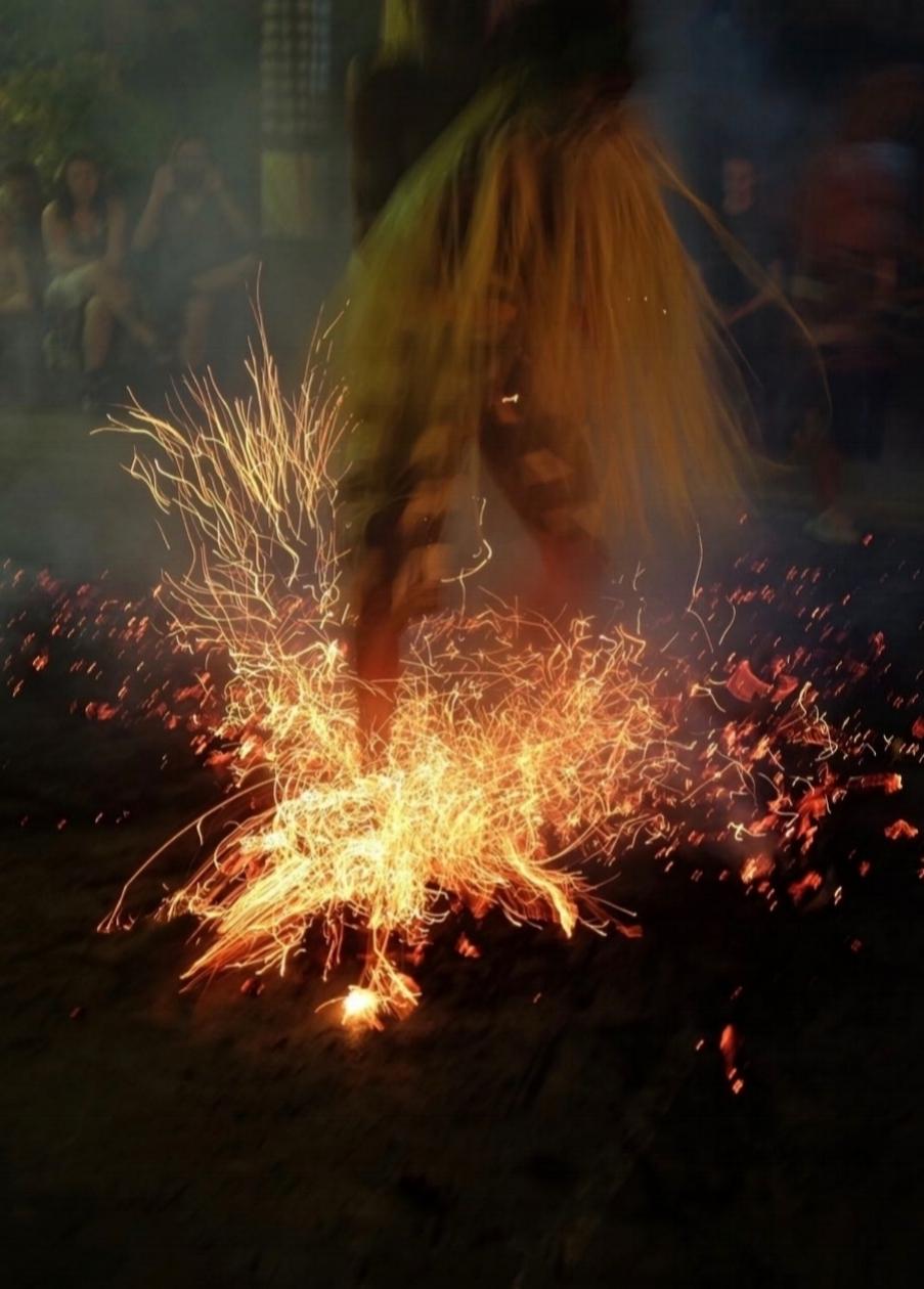 Tanz auf den Kohlen, Kecak Tanz Bali