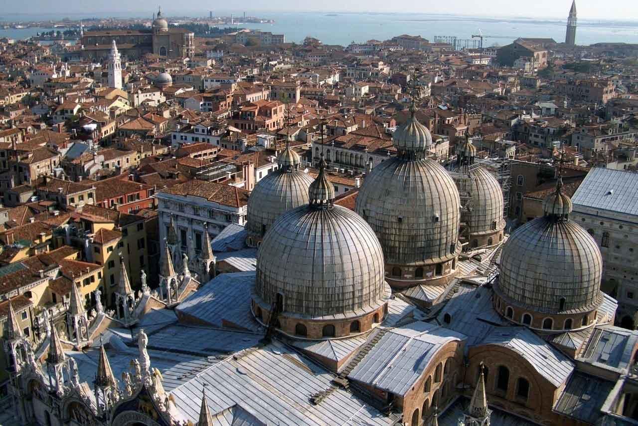 Vom Campanile Venedig Blick über Markusdom