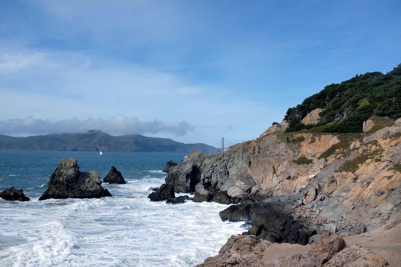 San Francisco Pacific Coastal Trail, im Wasser der Schlot eines Schiffswrack