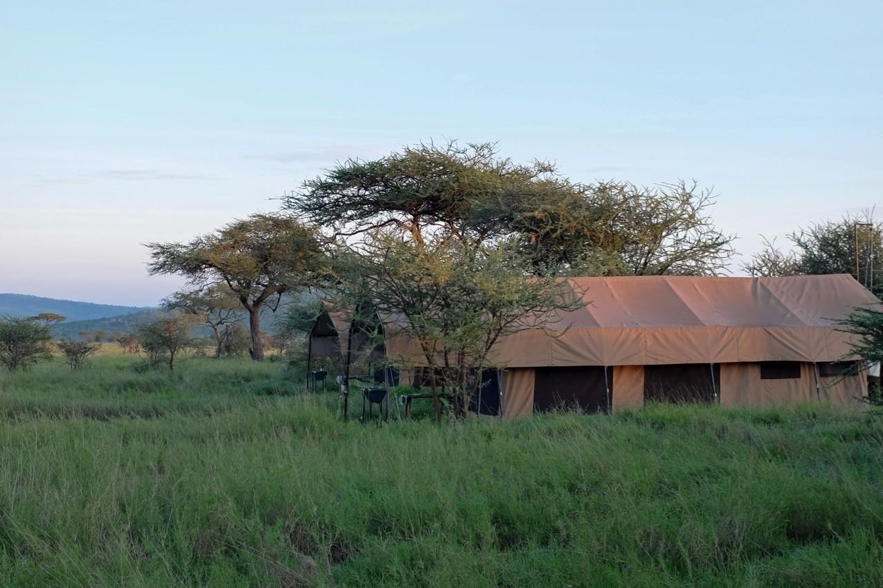 Die mobilen Zelte des Kati Kati Camps in der Serengeti