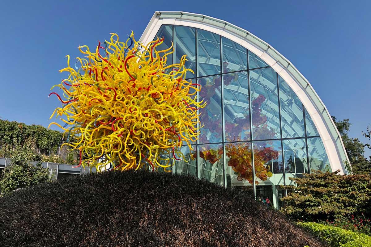Vom Glashaus in die Garten-Ausstellung 'Chihuly Garden and Glass'