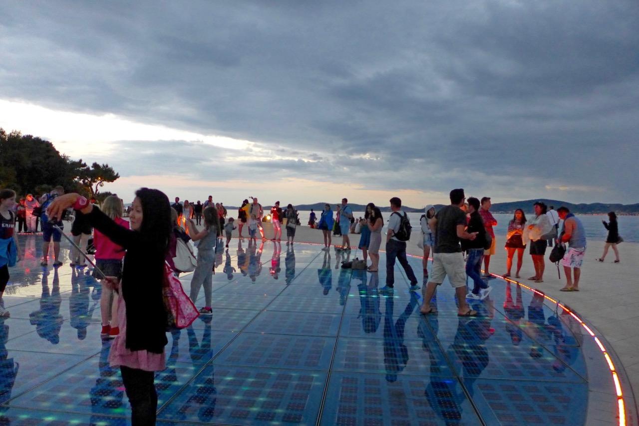 Zadars Lichtinstallation 'Gruß an die Sonne'