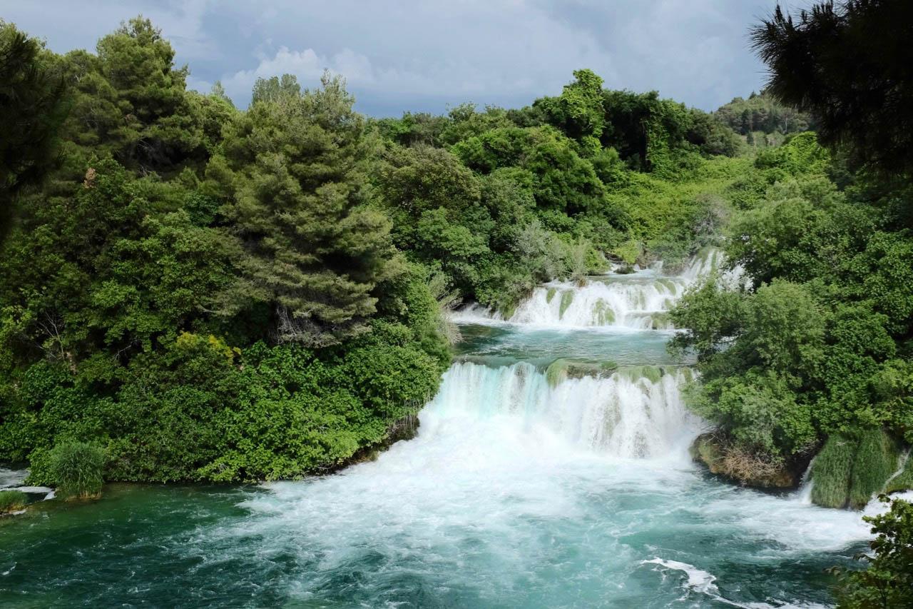Über 17 Terrassen stürzt die Krka in die Tiefe – Nationalpark Krka