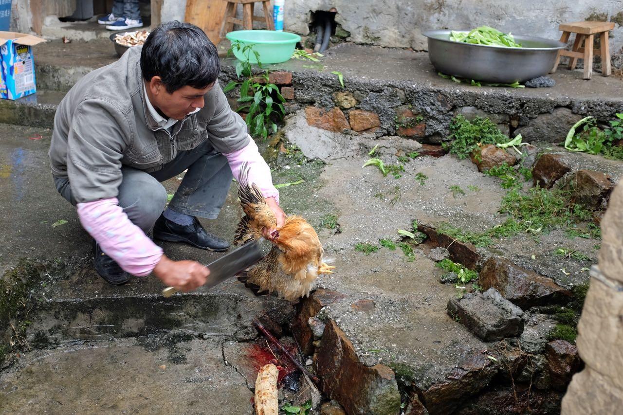 Mittagessen im Dorf Langzi