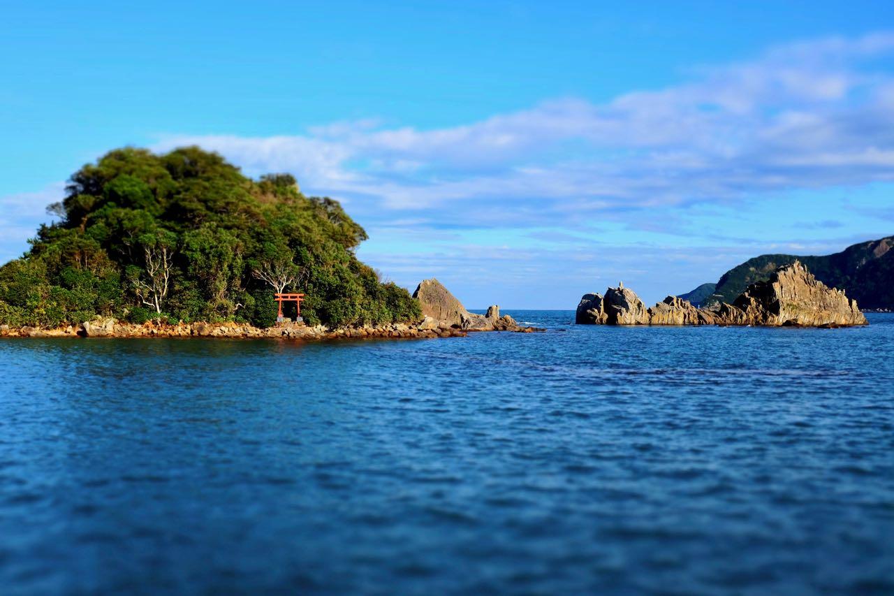 Natur Attraktion bei Kushimoto, Schrein Tor bei den Hashi-gui-iwa Rocks