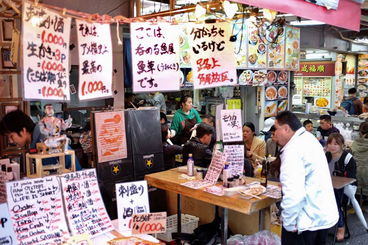 Fressgasse auf dem Ameyoko Market, Ueno Tokio