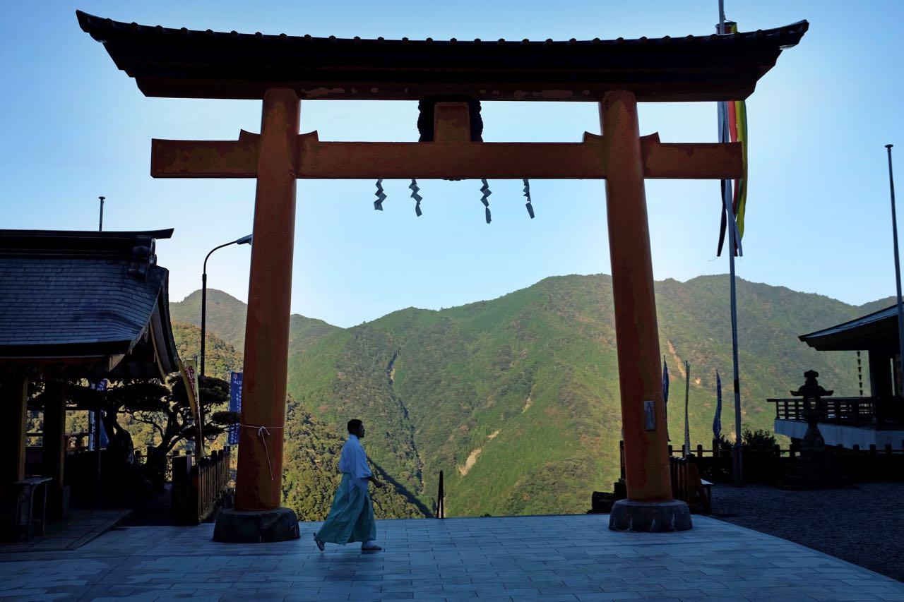 Das Tor zum Kumano-Schrein Nachi-Taisha