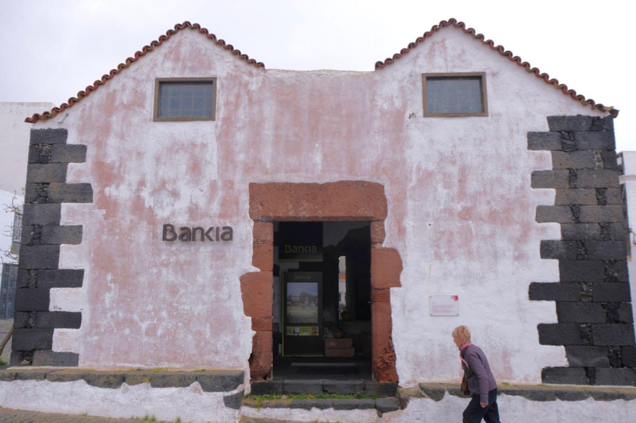 Die Bank von Teguise im alten Kornspeicher