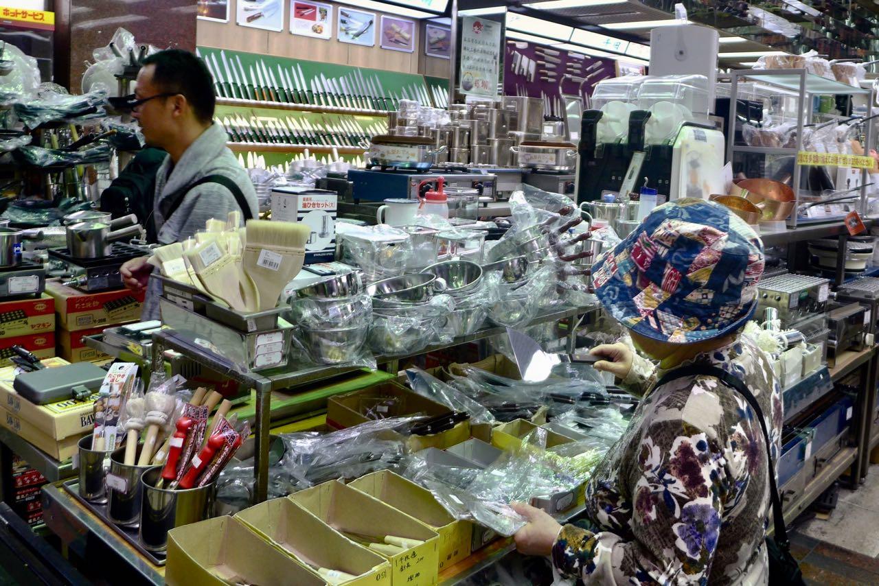 Küchen-Souvenirs shoppen in Osaka