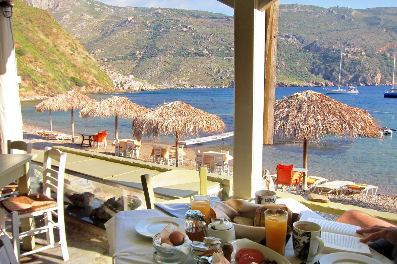 Frühstück am Meer in Porto Kagio, Mani Peloponnes