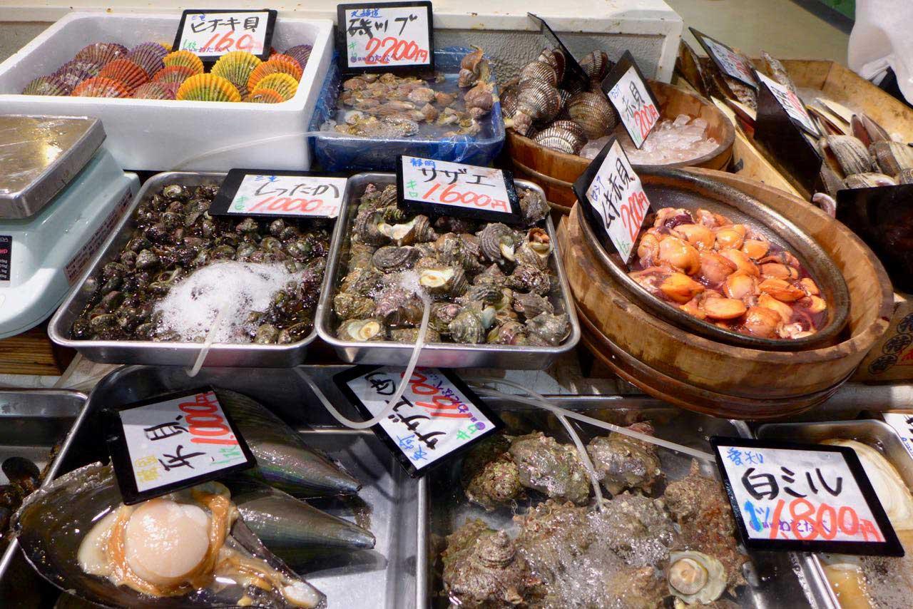 Fischhalle im Tokio Tsukiji Outer Market