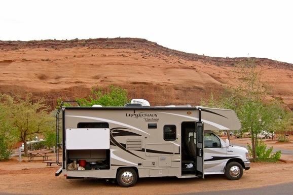 Das Road Bear Wohnmobil angemietet in Los Angeles bis Las Vegas