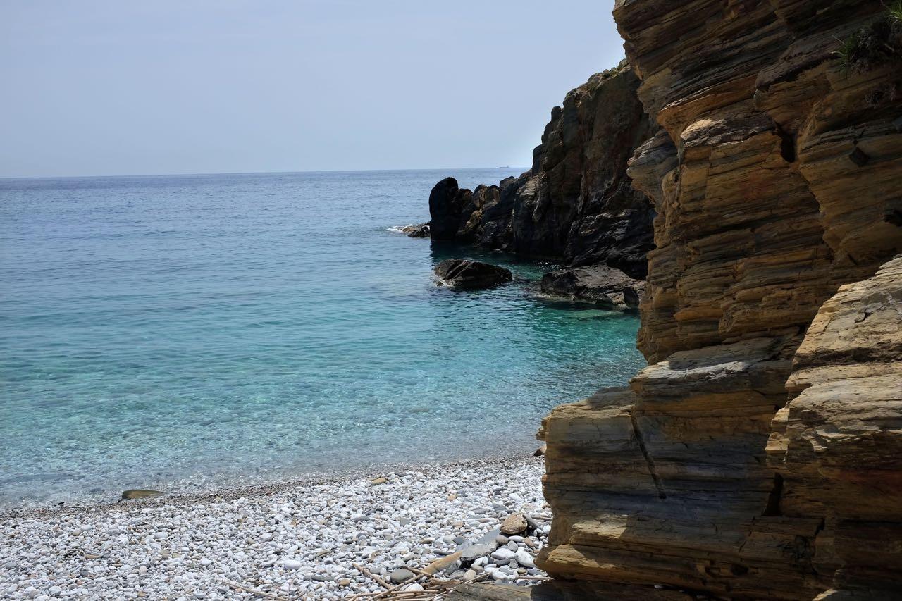 Badebucht Kyparissos, schwimmen über Ruinen, Peloponnes