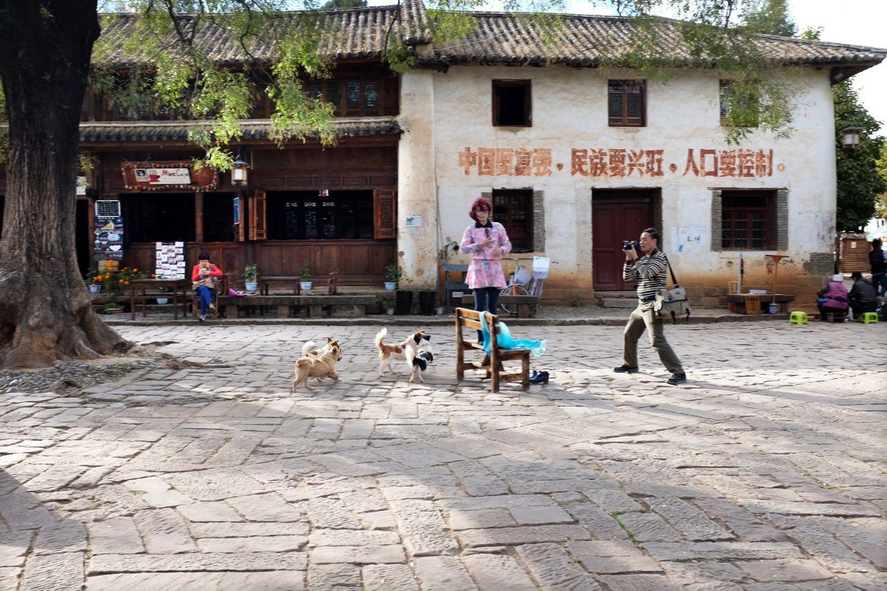 Beliebte Foto-Kulisse, der alte Marktplatz von Shaxi