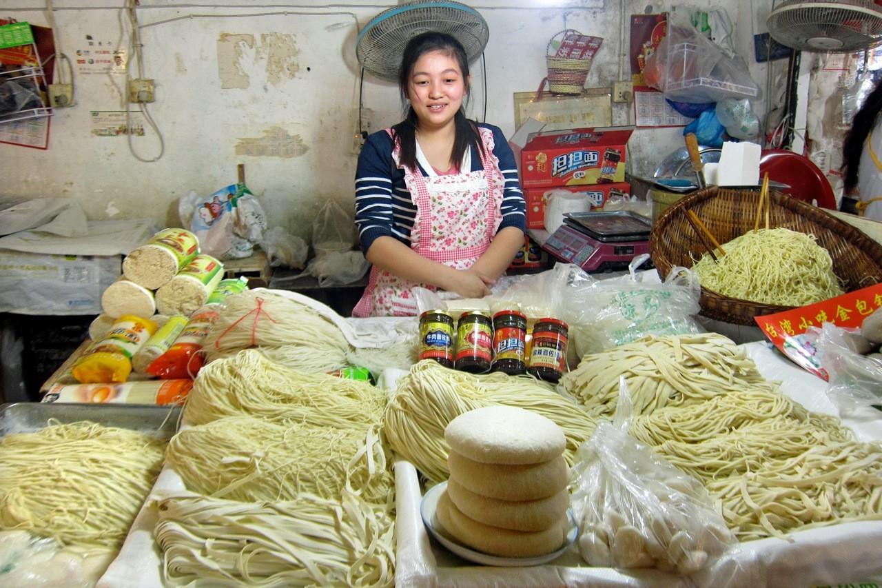 Chinesische Nudeln in der Markthalle Chengdu