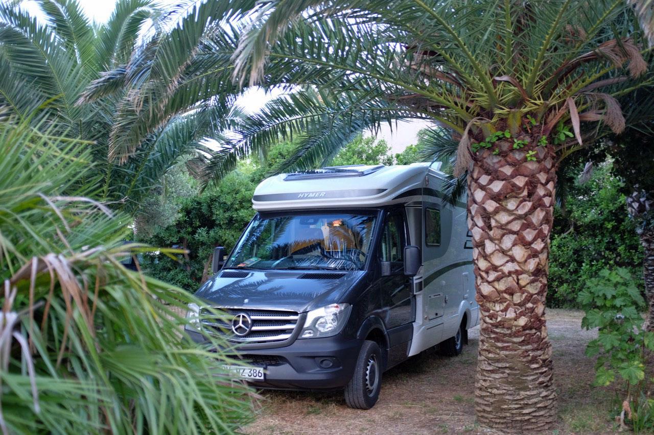 Camping im Palmengarten einer alten Kapitänsvilla