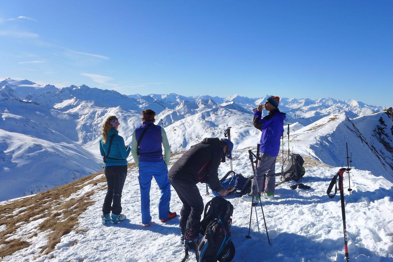 Auf dem Gipfelplateau der Felskarspitze - Im Hintergrund die Hohen Tauern