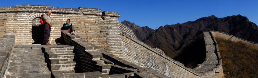 Mit unserem Guide Jin auf der Chinesischen Mauer bei Huanghuacheng nahe Peking