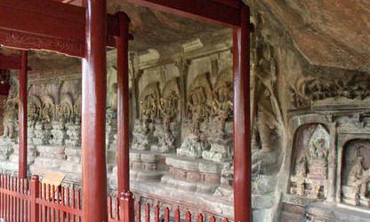 Die größte Ansammlung von Felsenreliefs in der Shizhong Tempel Grotte bei Shaxi