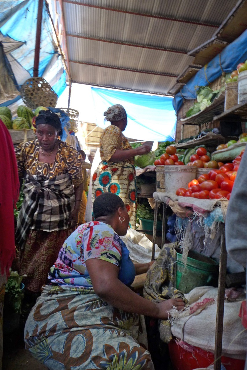 Farbenfrohe Central Market in Arusha, Tansania