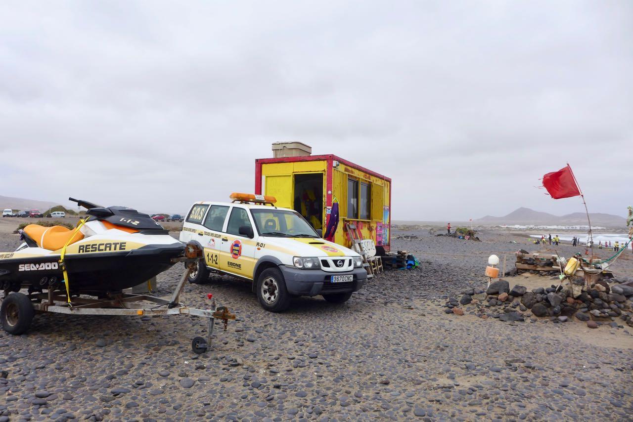 Rettungswacht an der wilden Playa de Famara
