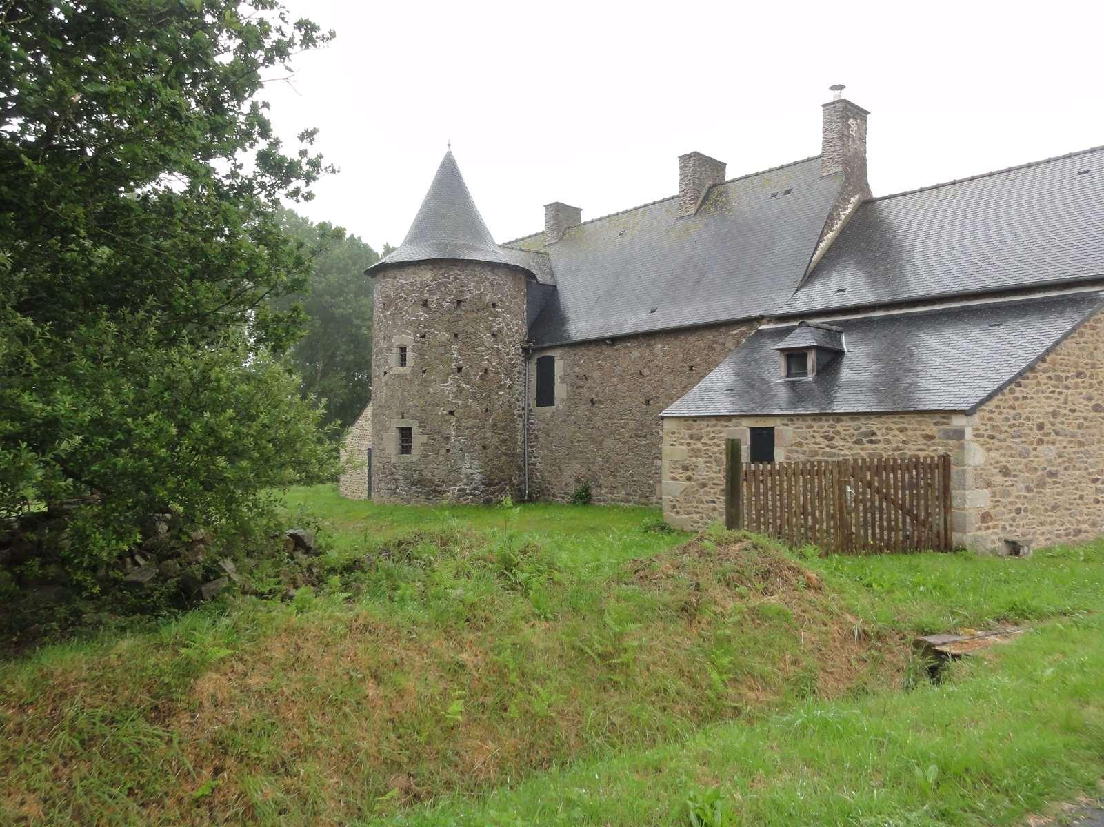 Le Bas Village