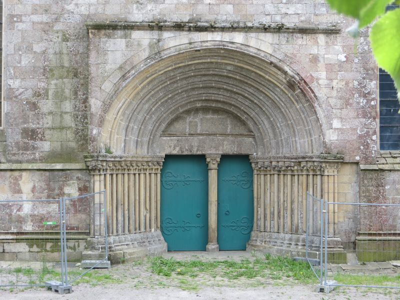 Porche roman - Cathédrale St Etienne  - Lamballe