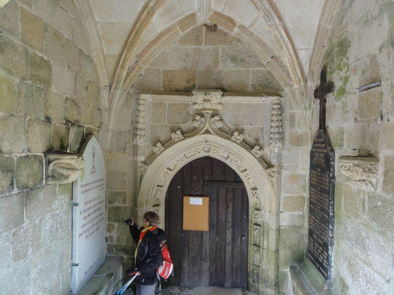 Porche  église St Ivy Loguivy