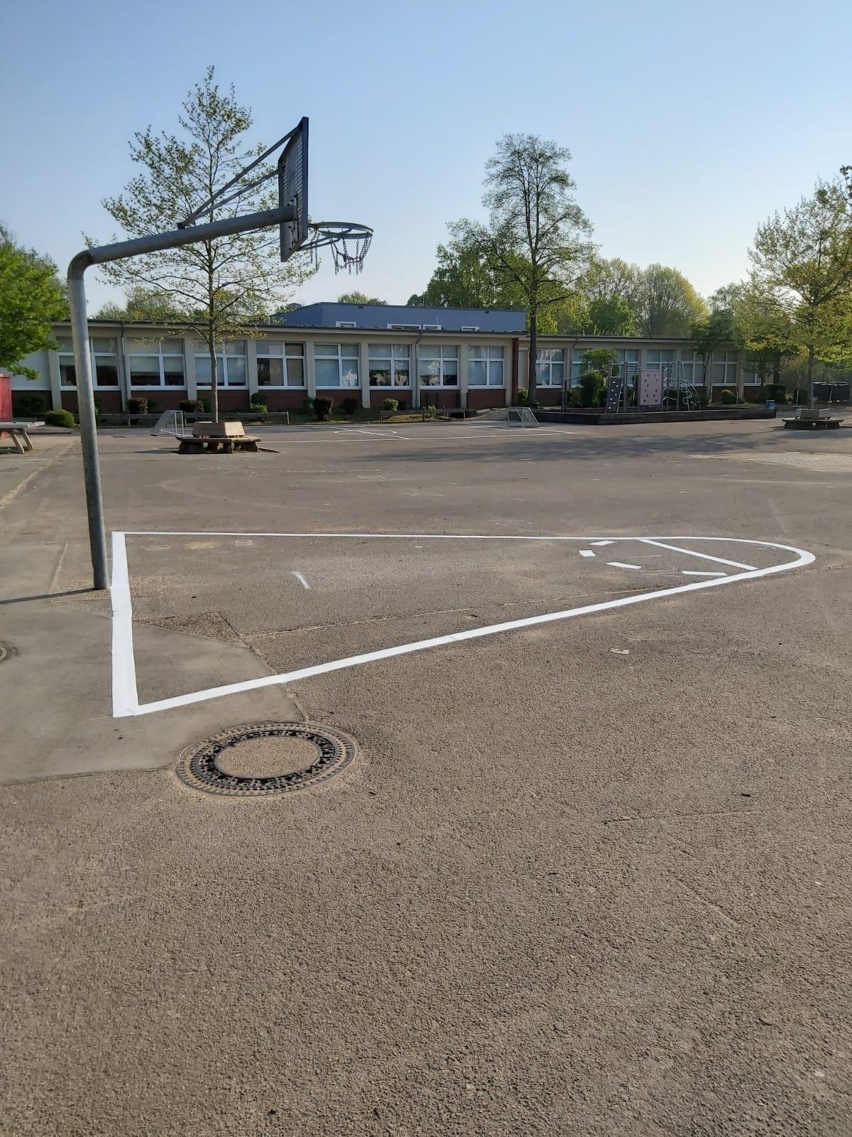 Das Basketballfeld
