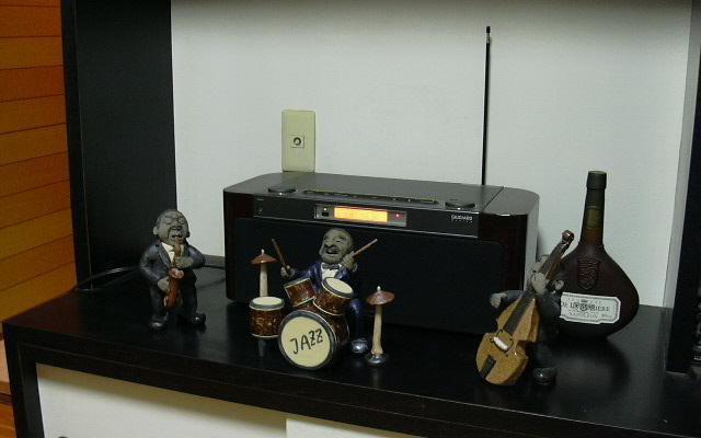 オーディオセットとジャズマン人形