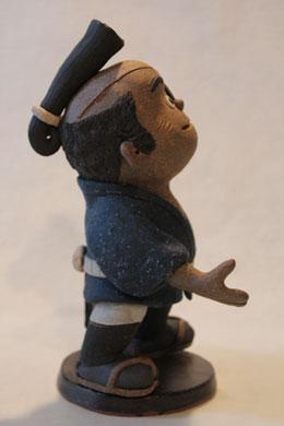 森の石松人形「お控えなすって」右向き