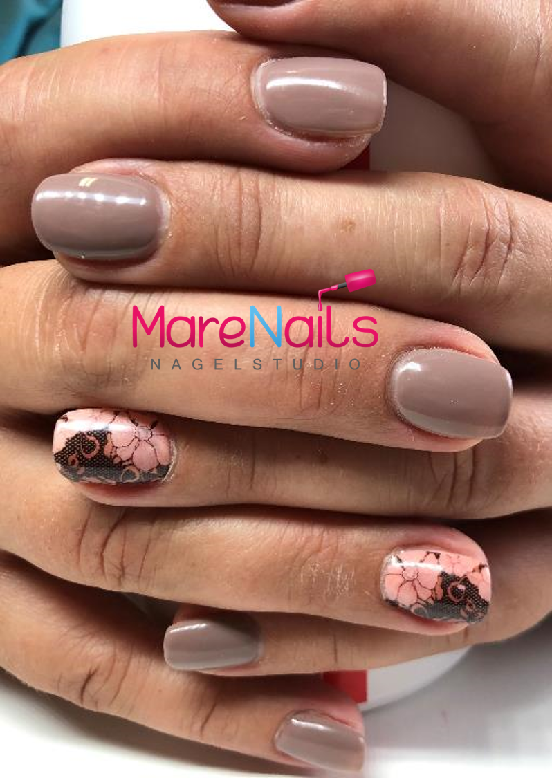 Gel Polish Nude mit Tatto Wrap