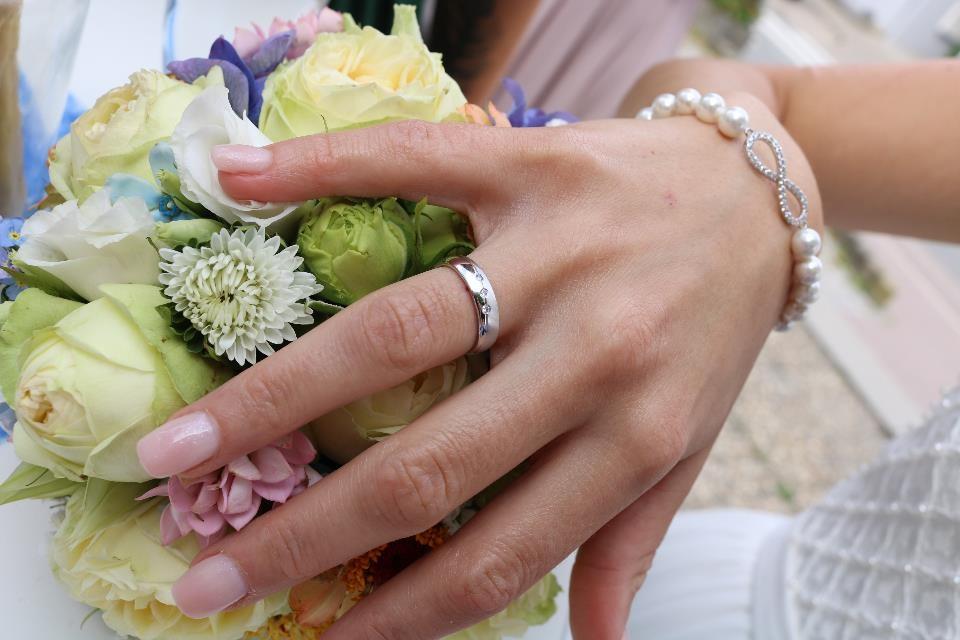 Brautnägel einer Kundin - schlicht und edel