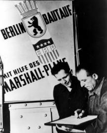 Nicht nur Berlin baute mit Hilfe des Marshall-Plans auf (Bild: Truman Library)