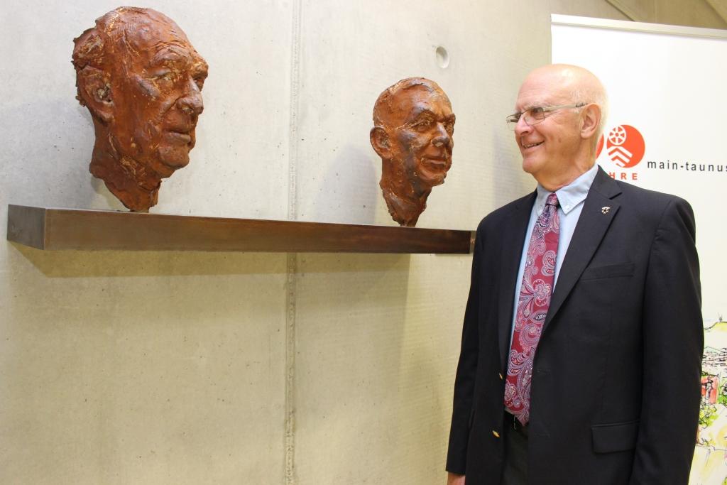 Im Zwiegespräch: Dr. Thomas Bowers mit Adenauer und Marshall